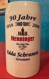 Bierhumpen mit Aufschrift: 90 Jahre Henninger. Edda Schramm, Gronau