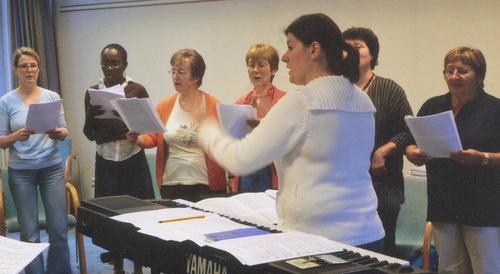 Menschen beim Singen