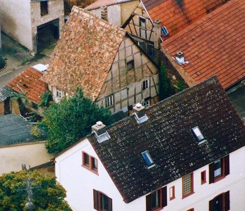 Luftbild eines alten Fachwerkhauses