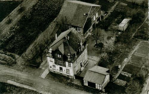 Luftbild der Gaststätte mit Nebengebäude