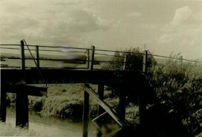 Foto einer Holzbrücke