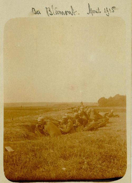 Soldaten im Graben
