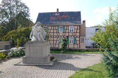 Denkmal im Kirchenhof