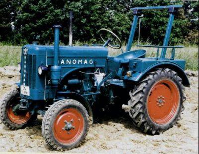 Foto eines alten, blauen Traktors