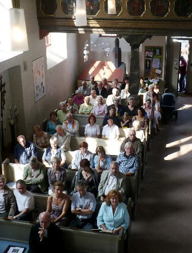 Volle Bänke in der Gronauer Kirche