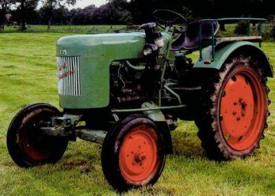 Foto eines alten, grünen Traktors