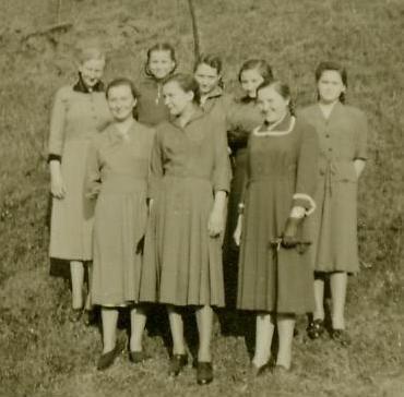 8 Mädchen