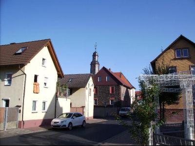 Foto einer Straße mit Häusern