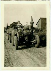 Altes Foto eines Traktors