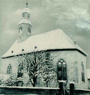 Foto der Gronauer Kirche im Schnee