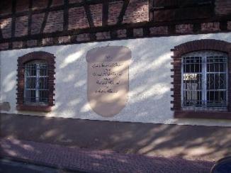 Eine alte Hausmauer